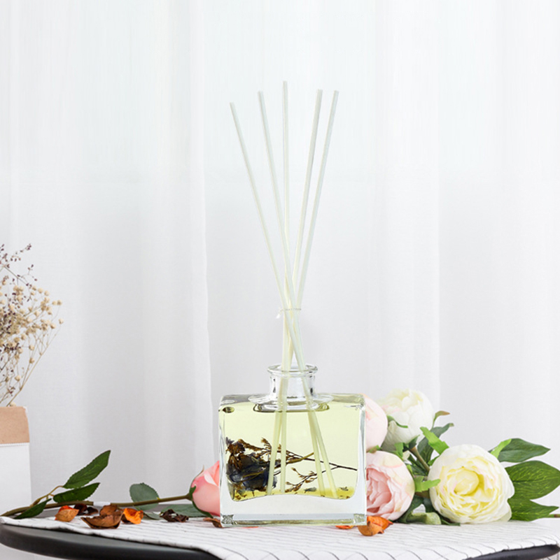 Home fragrance supplier wholesale air freshener aromatherapy essential oil reed diffuser with dry flowers and rattan stickers