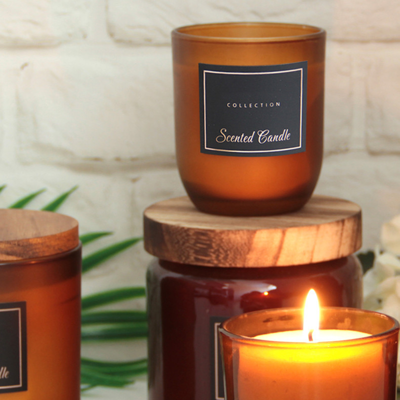 Candle wholesaler customized scented candle with private label in different sizes and colors